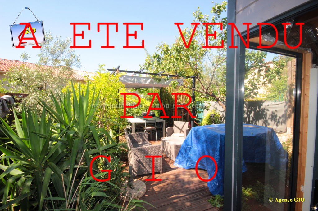 LES 4 CHEMINS - BAS DE VILLA T3 DE 60 M² - 2 DEPENDANCES - CAVE - PARKING - JARDIN PRIVATIF 120M²