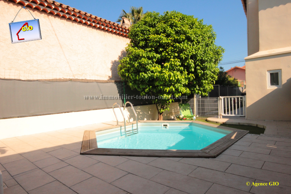 EXCLUSIVITE - TOULON OUEST - BAS DE VILLA  T4 DE 67 M2 - JARDIN PRIVATIF - PISCINE - GARAGE 16/16