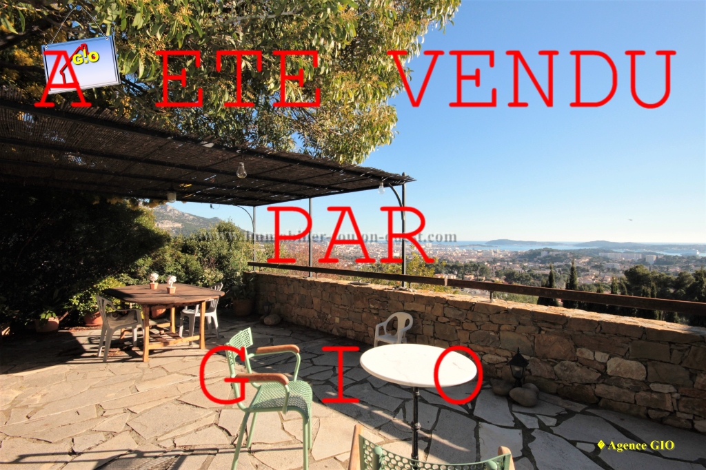 EXCLUSIVITE - TOULON OUEST - VILLA T8  DE 210 M² - VUE MER PANORAMIQUE - GARAGE DOUBLE - TERRAIN 1700 M²